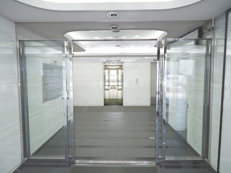 玄関 (内側 の自動ドア)