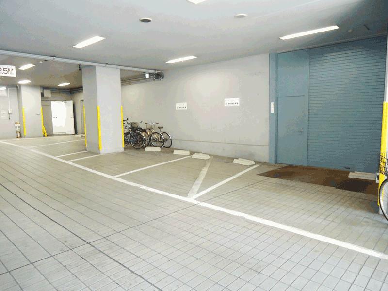 1階駐車場